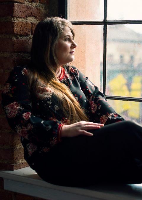 Ženský portrét u okna