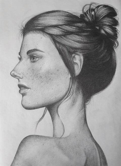 Portrét brunetky